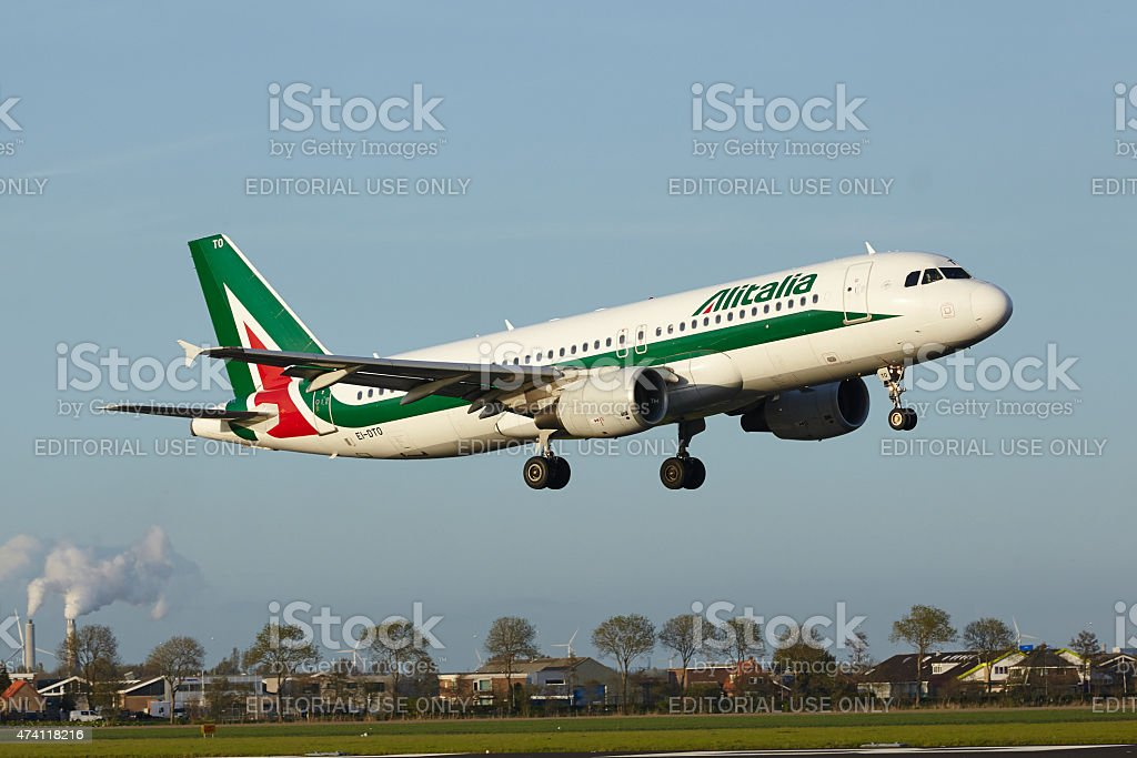 Aeroporto di Amsterdam Schiphol-Airbus A320 di Alitalia margini - foto stock