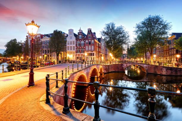 amsterdam at night, nederland - keizersgracht stockfoto's en -beelden