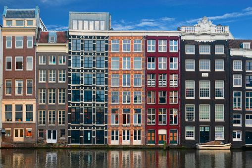 Amsterdam Byggnader Fasader På Amstel-foton och fler bilder på Amstel