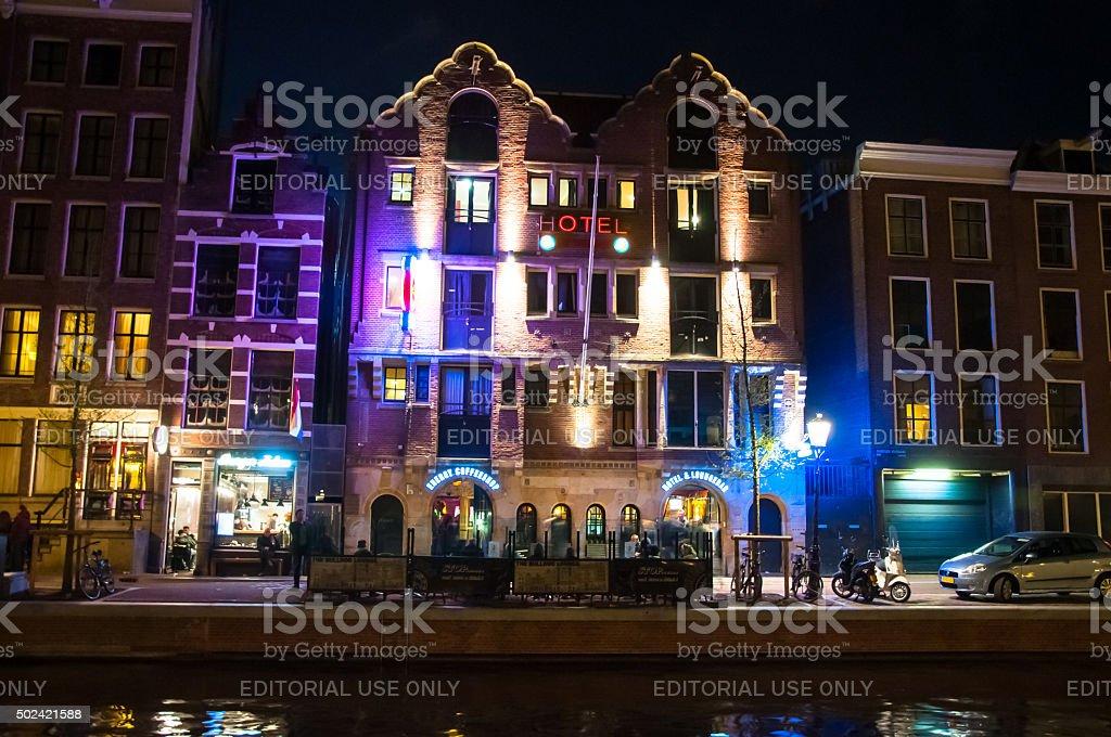 Amsterdam Bulldogge Coffeeshop Und Hotel Bei Nacht In Red Light