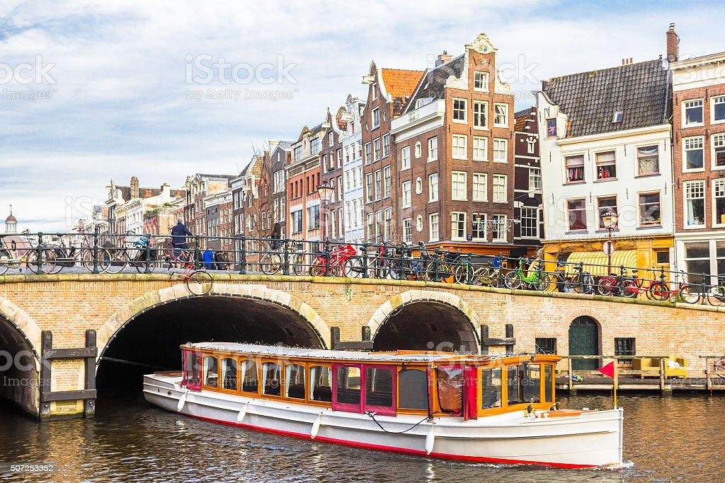 Amsterdam Kanal und Fahrräder – Foto