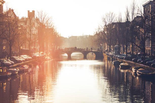 amsterdam canal brug, nederland - keizersgracht stockfoto's en -beelden