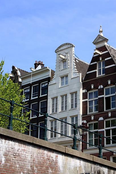 amsterdam canal houses - keizersgracht stockfoto's en -beelden