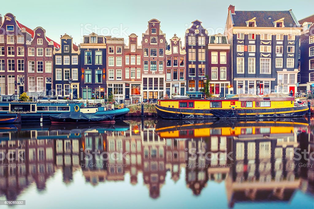 Amsterdam canal Singel with dutch houses​​​ foto