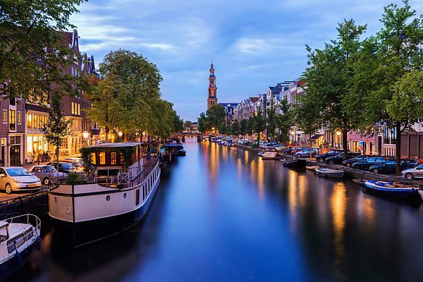 amsterdam house boats - westerkerk stockfoto's en -beelden