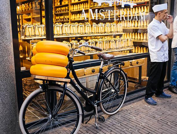 amsterdam. shop of dutch cheeses - günstig nach amsterdam stock-fotos und bilder