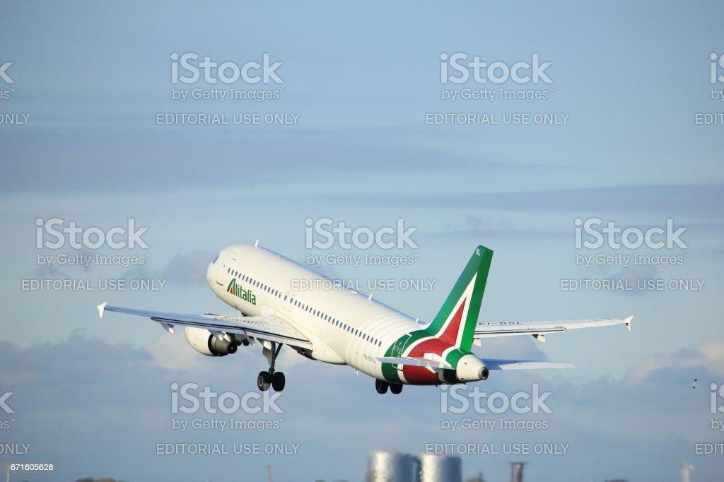 Amsterdam the Netherlands - April 7th, 2017: EI-DSL Alitalia Airbus A320 - foto stock