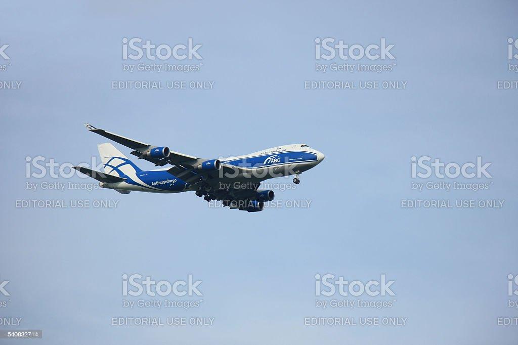 Ámsterdam, los Netherlands-el 10 de agosto de 2015 : VP-BIM AirBridgeCargo - foto de stock