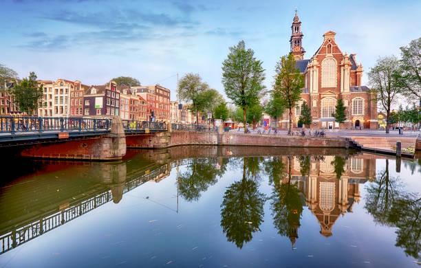 amsterdam - de westerkerk kerk, nederland 's nachts - westerkerk stockfoto's en -beelden
