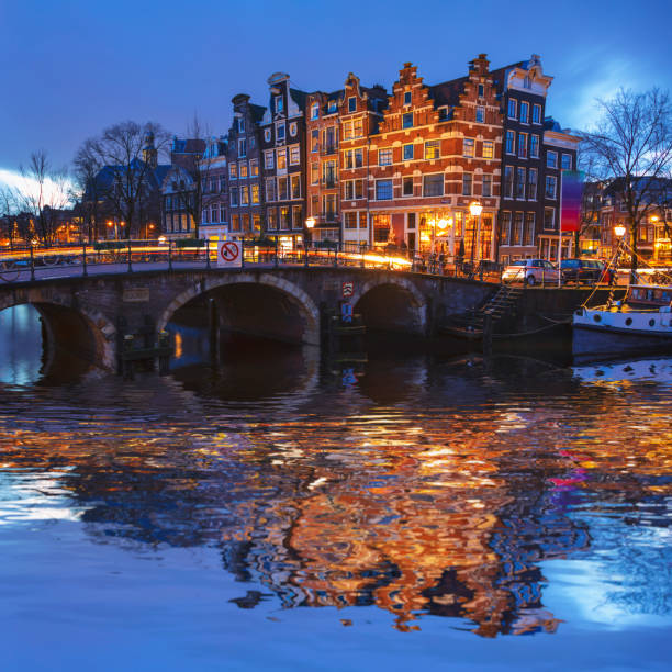 amsterdam rustige gracht scène, nederland - keizersgracht stockfoto's en -beelden