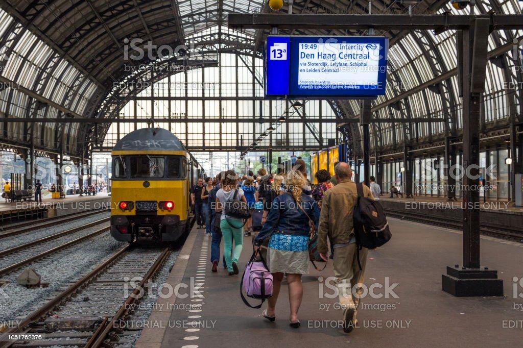 Estação ferroviária central de Amsterdan - foto de acervo