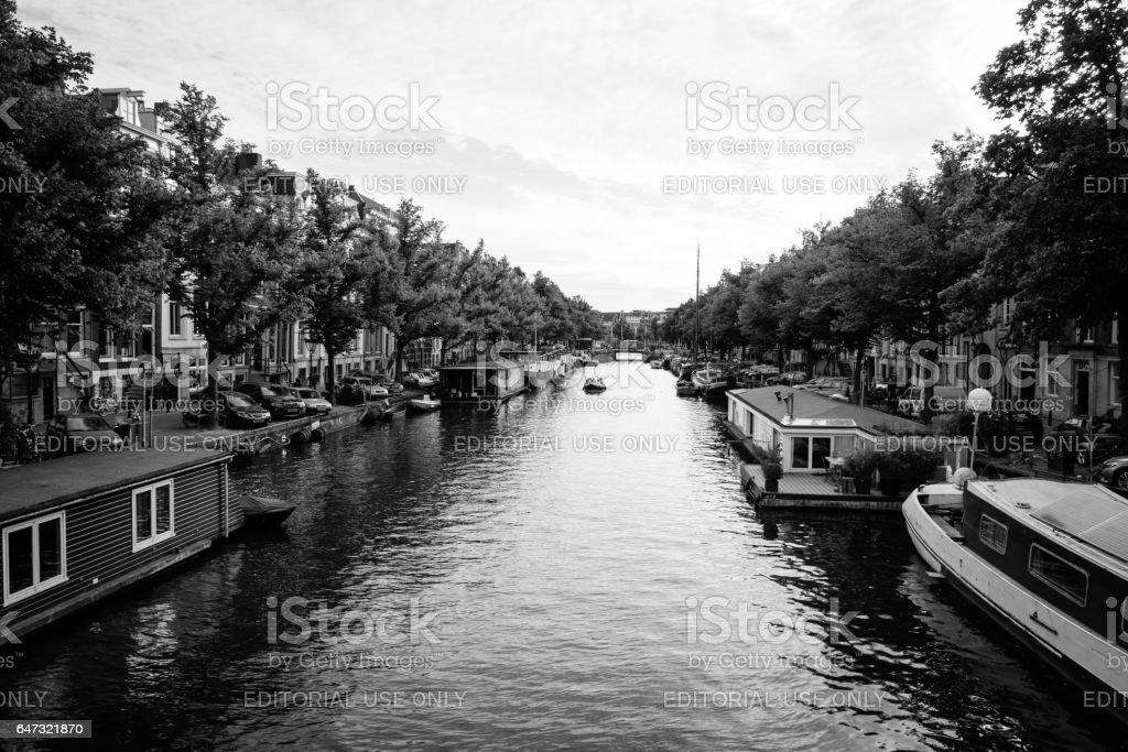 Vista da cidade de Amsterdan. Vista de preto e branco. - foto de acervo