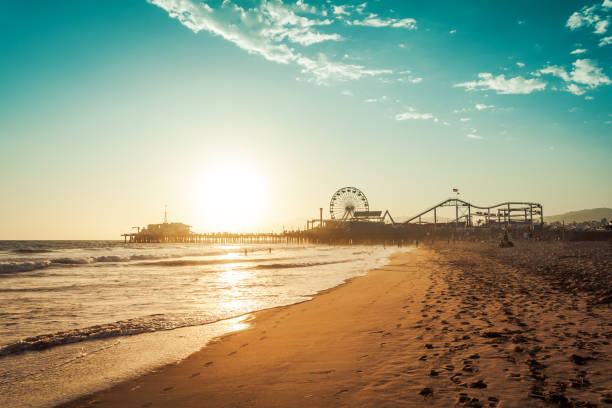 Amusement park in Santa Monica Sunset in Santa Monica, view on the amusement park ferris wheel stock pictures, royalty-free photos & images