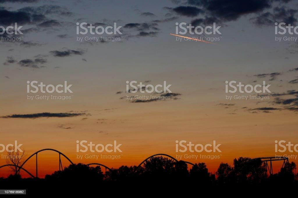 Parc d'attractions dans la nuit - Photo