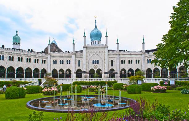 vergnügungspark tivoli in kopenhagen, dänemark - hotels in kopenhagen stock-fotos und bilder