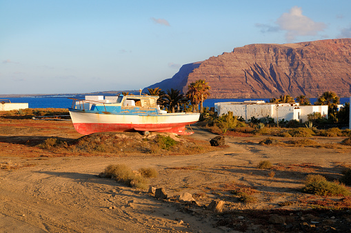 An abandoned boat by Pedro Barba on Graciosa island