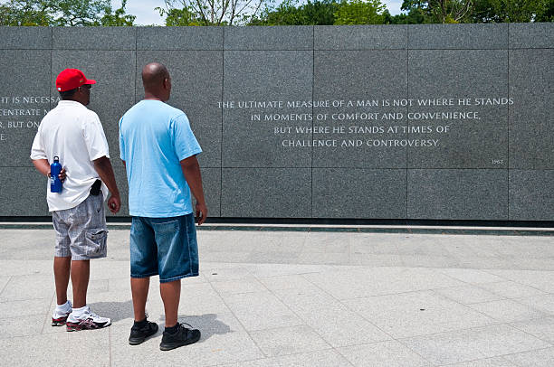 visiting the martin luther king jr memorial in washington dc - martin luther king jr stok fotoğraflar ve resimler