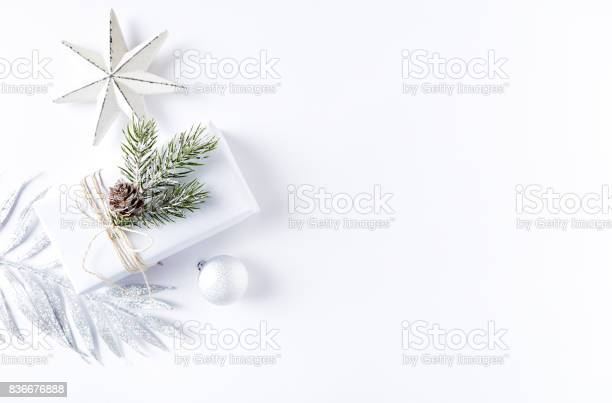 An arrangement of christmas decorations and a gift box picture id836676888?b=1&k=6&m=836676888&s=612x612&h=xncoz3b2duynecxy2eirt951snmvtovrrk0zzmdmf9s=