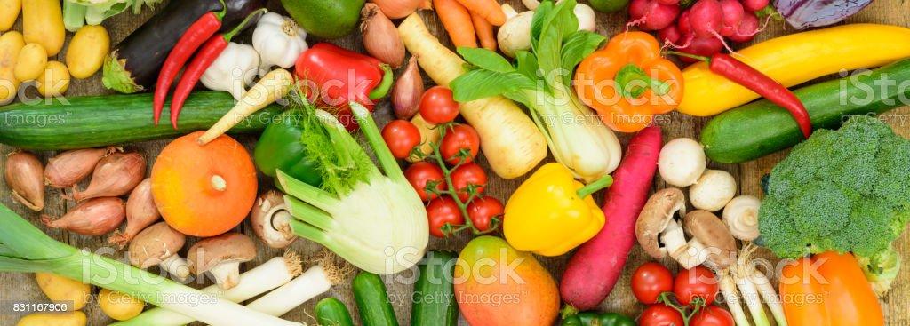市場から新鮮な野菜果物の配置 ストックフォト