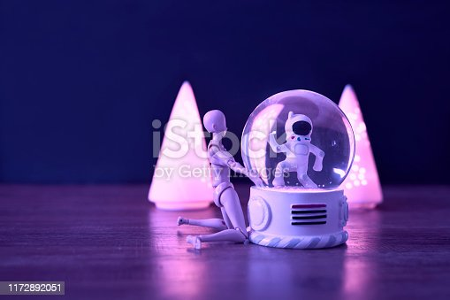 Snowball, Triangle Lantern, Joint Figurines, Pink Background,