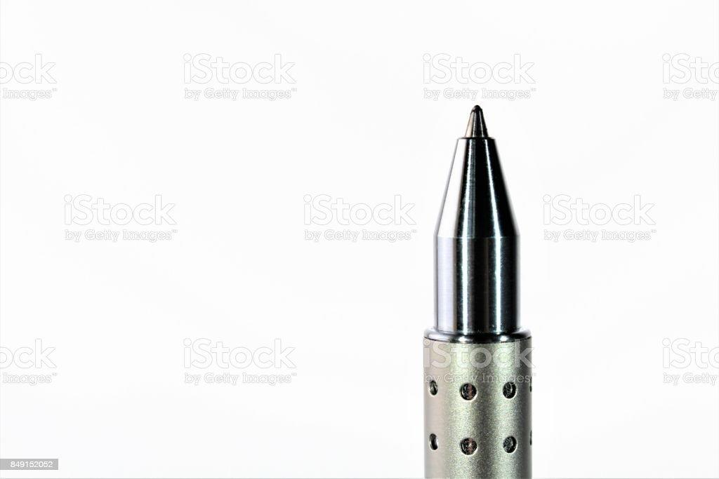 Un cierre para arriba de la imagen de una pluma aislada, bolígrafo - foto de stock
