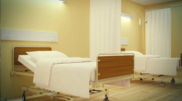 Uma cama vazia. Estilo sombrio do interior do hospital - foto de acervo