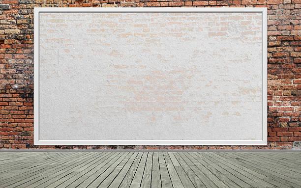 straße-szene mit der roten wand und leer billboard - plakatieren stock-fotos und bilder