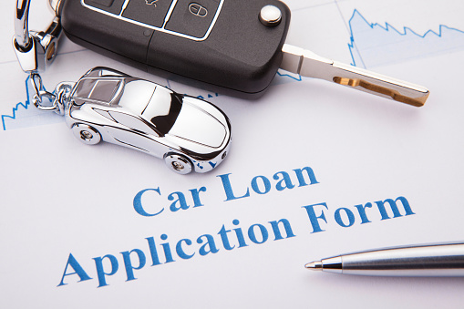 512011833 istock photo An empty car loan form with car key and a pen 943963552