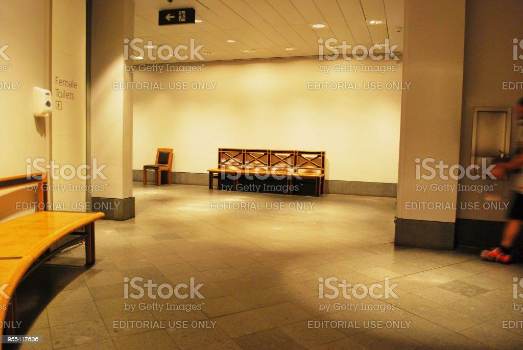 An Empty Hall - Zbiór zdjęć royalty-free (Arteria)