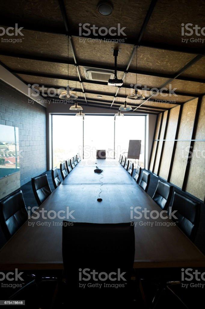 Une salle de conférences moderne vide au bureau photo libre de droits