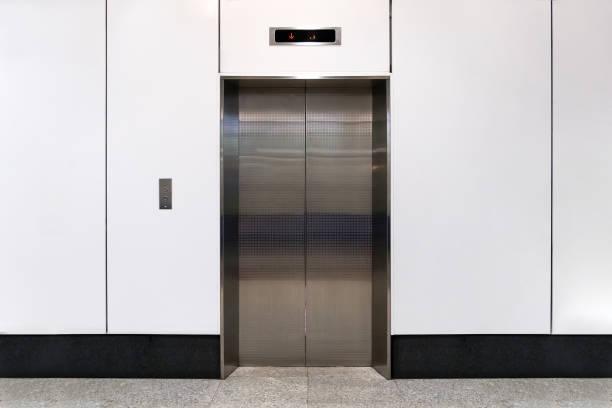 an empty modern elevator or lift with metal doors - hotel reception zdjęcia i obrazy z banku zdjęć