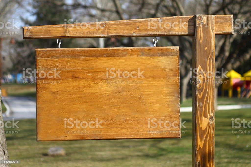 Alte hölzerne Schild auf post – Foto
