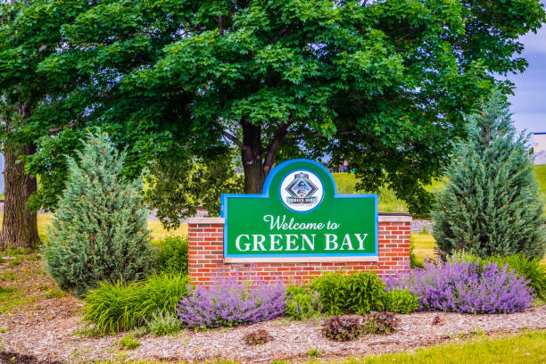 an entrance road going to green bay, wisconsin - green bay wisconsin stock photos and pictures