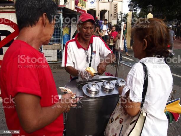 An ice cream vendor prepares an ice cream sandwich for a customer picture id999672490?b=1&k=6&m=999672490&s=612x612&h=ssx zaoyua1nh4x jngl3qm mujzqmxlwtsr0msmpas=