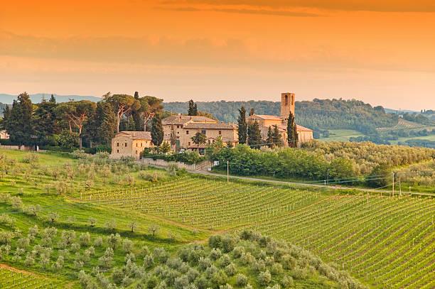 farm im tuscany - ferienhaus toskana stock-fotos und bilder
