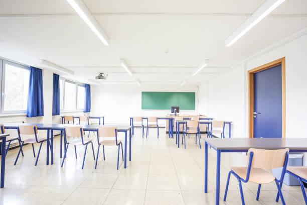 einem normalen Klassenzimmer – Foto