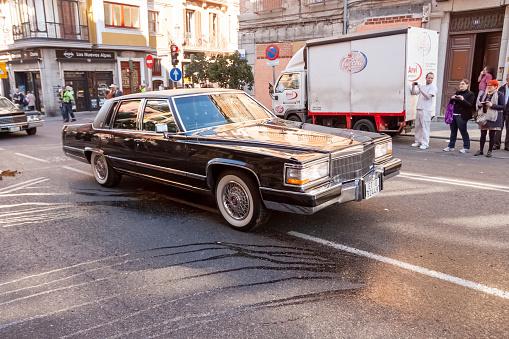 Un Viejo Cadillac En Las Calles De Madrid Foto de stock y más banco de imágenes de Acontecimiento