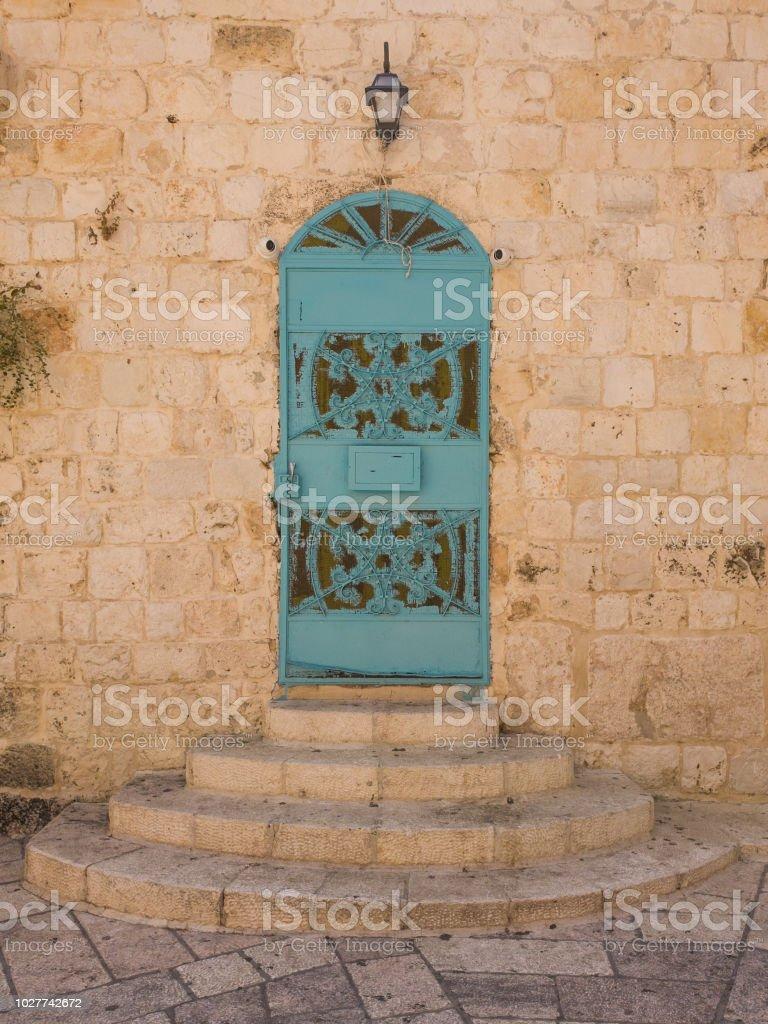 Una antigua puerta a la Abadía de la Dormición (iglesia del Cenáculo) en el Monte de Sión, Israel. - foto de stock