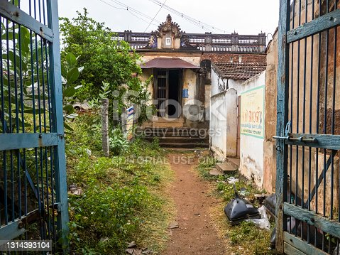 istock An old ruined vintage house 1314393104