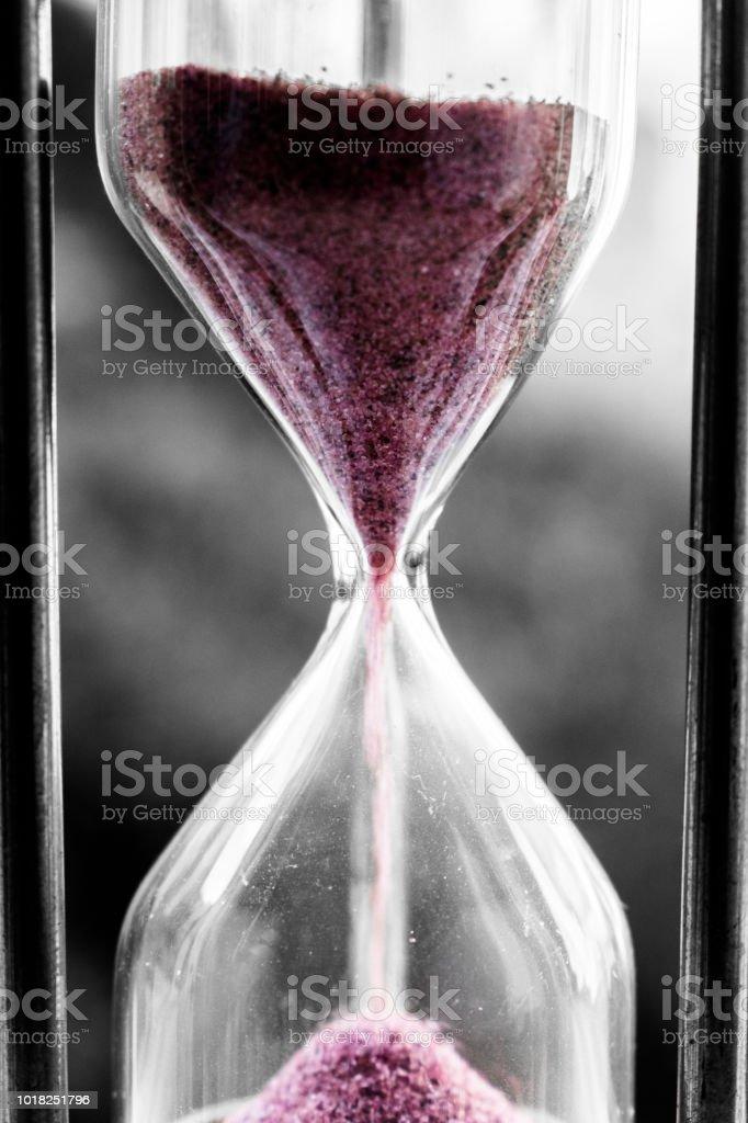 Un Reloj De Arena Antiguo Selectiva Para Colorear Foto De Stock Y