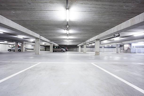 an underground garage – Foto