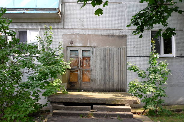 Anachronistic wooden door in the panel house Moscow region, Russia - September 04, 2020: Anachronistic wooden door in the panel house anachronistic stock pictures, royalty-free photos & images