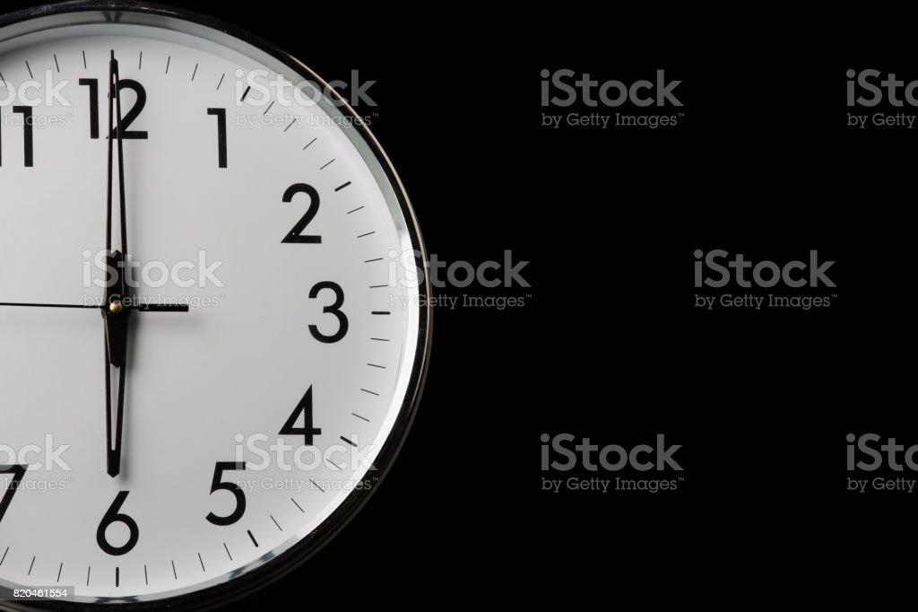 Analoge Uhr mit der Zeit 06:00 – Foto