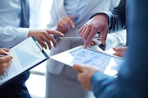 istock Analyzing business growth 478065661