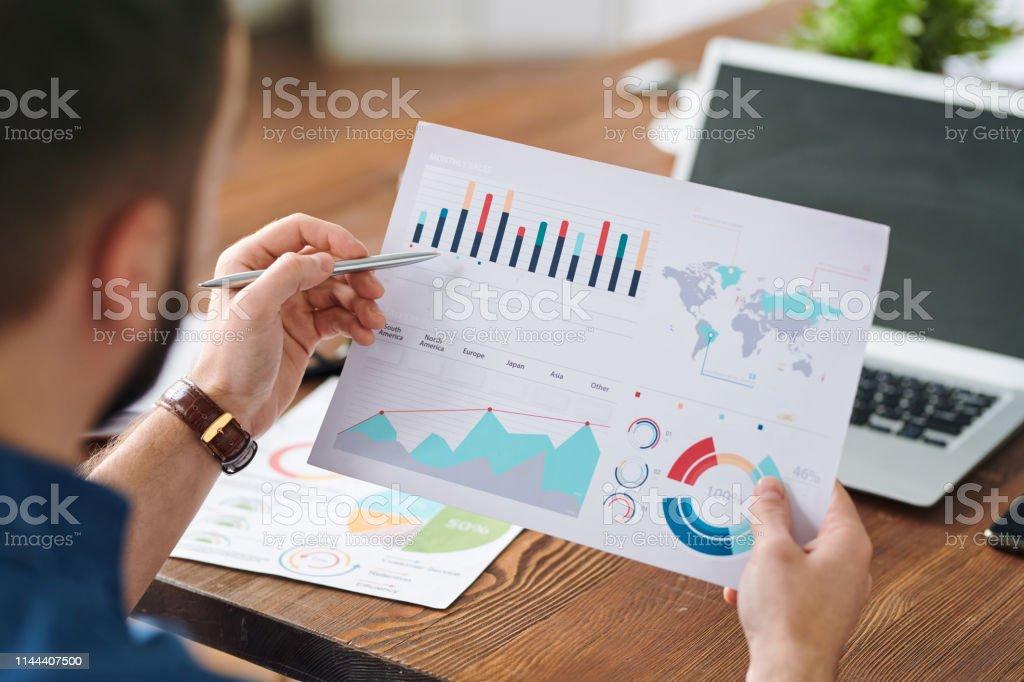Diagramm analysieren - Lizenzfrei Analysieren Stock-Foto