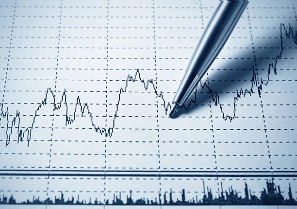 Analysieren finanzielle Diagramm – Foto