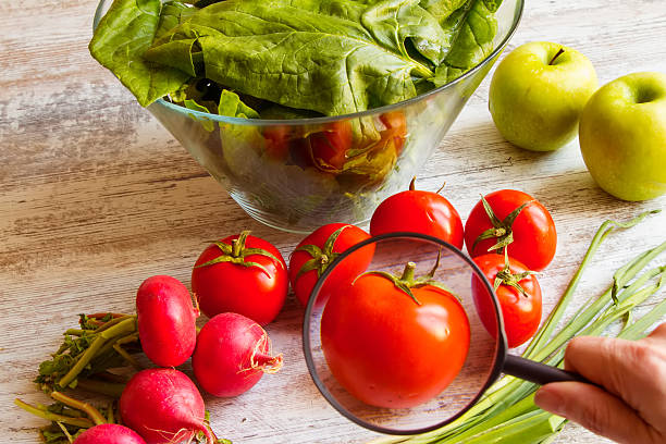 analisi di cibo - allergie alimentari foto e immagini stock