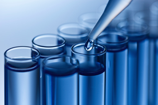istock Analyzing samples 182188515