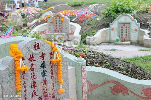 Ratchaburi: Ancestor Worshipping with Sacrificial offering in the Qingming Festival at Jing Gung Cemetery
