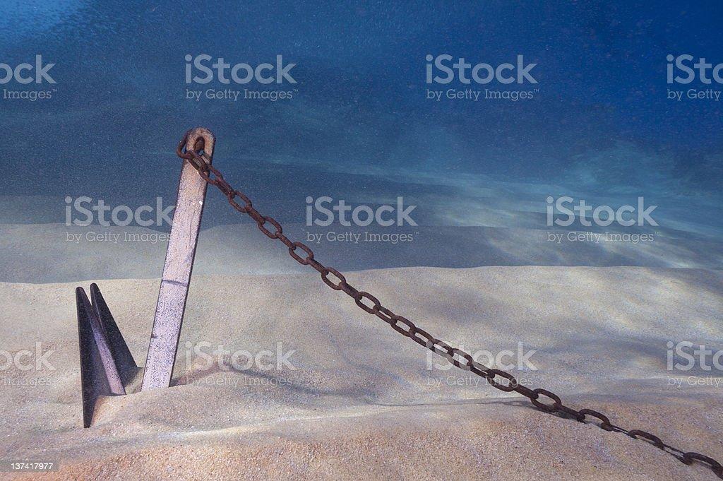 Ancre enterrée dans le sable sous-marine - Photo